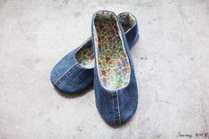청바지리폼(도안) 덧신만들기,패브릭DIY : 네이버 블로그 Sewing Slippers, Crochet Slippers, Knit Crochet, Sewing Hacks, Sewing Crafts, Sewing Projects, Dress Patterns, Sewing Patterns, Shoe Refashion