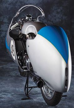 Architect John Goldman is the unlikely caretaker of a painstakingly restored ex-Tarquinio Provini 1957 Mondial 250 GP Bialbero race bike. Vintage Racing, Vintage Cars, Racing Motorcycles, Racing Bike, Motorcycle Art, Classic Italian, Ducati, Motorbikes, Flat Tracker