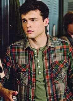 Alden Ehrenreich/ Ethan Wate from Beautiful Creatures love his voice, im in love