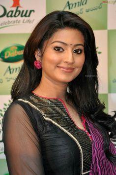 Sneha Most Beautiful Indian Actress, Beautiful Actresses, Hollywood Actresses, Indian Actresses, Sneha Saree, Sneha Actress, Amala Paul Hot, Vidya Balan Hot, Indian Wife