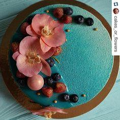 #Repost @cakes_or_flowers with @repostapp ・・・ Raspberry caramel elements... Малина карамель, глазурь, велюр, фрукты, сахарные орхидеи. #тортыназаказ #тортыназаказмосква #муссовыйторт #домашниеторты #домашняякондитерская #pastryartru #pastry #sweetcake #instafood #instacake #chocolatecake #chocolate #patissier #cakes #кондитер #длядевочки #дляпринцессы #pastry_inspiration #chocolatejewels