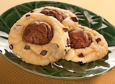 Try this Double Chocolate Black-Eyed Susans recipe, made with HERSHEY'S products. Enjoyable baking recipes from HERSHEY'S Kitchens. Best Dessert Recipes, Fun Desserts, Delicious Desserts, Yummy Food, Yummy Eats, Dessert Ideas, Baking Recipes, Cookie Recipes, Hershey Recipes