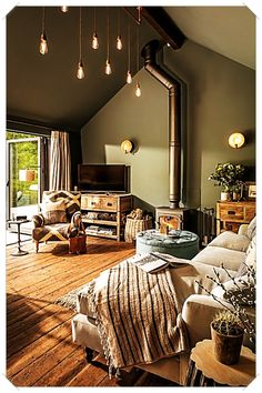 Dies Heiligtum Hampshire UK House of Turquoise interior interiordes This sanctuary Hampshire UK Hous House Of Turquoise, Living Room Turquoise, Bedroom Turquoise, Attic Bedroom Designs, Living Room Designs, Sheltered Housing, Cozy House, Home And Living, Modern Living