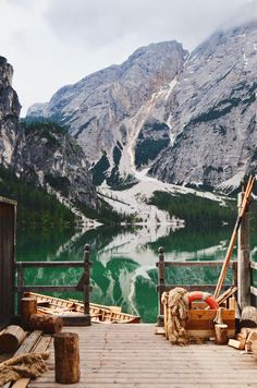 Early morning shot of Lago Di Braies/Pragser Wildsee I took || Click on the photo to discover the most incredible destinations with us :)