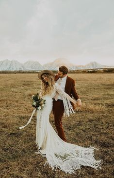 This bohemian fringe wedding dress is a dream. Low V neckline, gorgeous Art Deco embroidered lace, fringe all around the train. wedding dress simple Belle the Bohemian Wedding Dress — Daci Gowns Fringe Wedding Dress, Western Wedding Dresses, Bohemian Wedding Dresses, Bridal Dresses, Wedding Gowns, Bohemian Weddings, Indian Weddings, Maxi Dresses, Backless Wedding