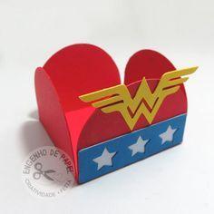 Porta Forminha Mulher Maravilha Wonder Woman Birthday, Wonder Woman Party, Dragon Birthday Parties, Wander Woman, Hero Girl, Superhero Party, Supergirl, Alice, Arts And Crafts
