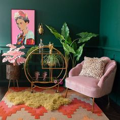 Living Room Decor Green Walls, Green Rooms, Bedroom Decor, Blush Pink Living Room, Art Deco Living Room, Bold Living Room, Retro Living Rooms, Room Art, Entryway Decor
