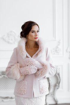 Winter Wedding Cape, Wedding Coat, Wedding Jacket, Winter Bride, Pink Winter Coat, Valentino, Pink Wedding Shoes, Bridal Cover Up, Mode Mantel