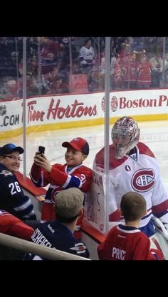I would die if this happened! Hockey Goalie, Ice Hockey, Montreal Canadiens, Nhl, Hockey Season, Sports Fanatics, Canadian Girls, Canada, Best Player