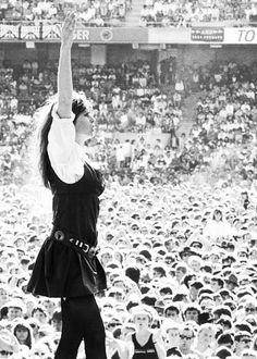 What a rockstar. Female Rock Stars, Women Of Rock, Rocker, Punk, Grunge, Music Images, Rock Legends, Music Photo, Rock Chic