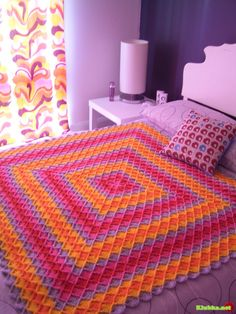 Colorful throw with step-by-step pictures instructions, I mean they are perfect and this beauty is so easy.