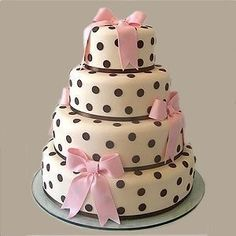 Ever thought of having a polka dot wedding cake for your wedding day reception for you and your guests? This is a cute, non traditional Wedding cake design. Gorgeous Cakes, Pretty Cakes, Cute Cakes, Amazing Cakes, Little Girl Birthday Cakes, Purple Birthday, 24th Birthday, Birthday Treats, Polka Dot Cakes