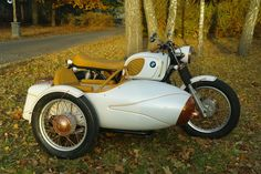 BMW R90/6(?) airhead custom with sidecar in white with tan leather