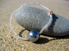 UDEWA - KAI- Shell, Black Glass Pearl, Clear Beads Stretch Code Bracelet