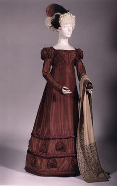Circa 1818 burgundy silk gown showing the heavy decoration of the late Oversleeves and undersleeves. Via Musées Royaux d'Art et d'Histoire. 1800s Fashion, 19th Century Fashion, Vintage Fashion, Medieval Fashion, Historical Costume, Historical Clothing, Jane Austen, Regency Dress, Regency Era