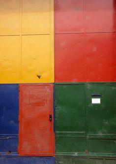 """""""Puertas del Barrio de La Boca"""". Créditos de la imagen: https://www.flickr.com/photos/carlosar2000/3364521326"""
