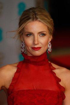 Bafta: les beauty looks des stars - Annabelle Wallis accorde la teinte de son rouge à lèvres à sa tenue.© Getty