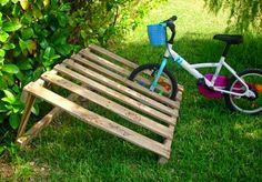Is That a Pallet Swimming Pool? 24 DIY Pallet Outdoor Furniture Creations and Big Builds: #19 A simple pallet bike rack