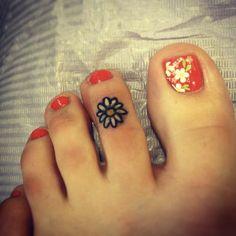 daisy on toe | small tattoos