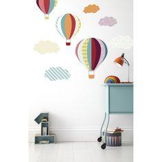 Les stickers montgolfières Patternology par Mamas and Papas décore joliment une chambre d'enfant.