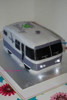 '62 Motorhome Cake - by Razzberry Cakes