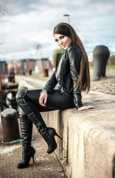 Women's Fashion Boots give adorable and glamorous look. There is a wide range of trendy fashion boots which has a significant value in every woman's life. Thigh High Boots, High Heel Boots, Leather Fashion, Fashion Boots, Sexy Stiefel, Leder Outfits, Metal Girl, Sexy Latex, Sexy Boots
