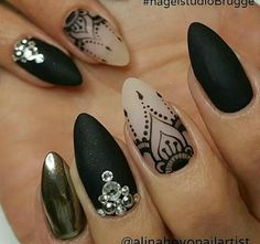 21 Hot Almond Shaped Nails Colors to Get You Inspired to Try ❤️ Classic Black Nails picture 3 ❤️ Do you have almond shaped nails? If not, you should try this nail shape right now. And then embellish it with one of these trendy colors naildesignsjourna. Henna Nail Art, Henna Nails, Lace Nail Art, Lace Nails, Black Almond Nails, Almond Shape Nails, Pretty Nail Colors, Pretty Nails, Mandala Nails