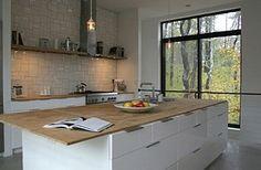Mooie keuken met houten blad