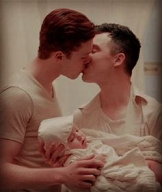 Ian and Mickey ❤ (from the deleted scene) Shameless Mickey And Ian, Shameless Tv Show, Ian And Mickey, Shameless Scenes, Noel Fisher, Cameron Monaghan, Cute Gay Couples, Film Serie, Best Couple