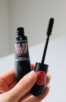 Looking for the best drugstore mascaras? Check out my list of the 6 Best Drugstore Mascaras for lengthening, curling, and adding volume to short lashes. These affordable drugstore mascaras are better than high end mascaras and cost less than $11 each! #drugstoremascaras #drugstoremakeup #mascara #bestmakeup Smudge Proof Mascara, False Lash Effect Mascara, Mascara Primer, Best Drugstore Mascara, Best Mascara, Best High End Makeup, Best Skincare Products, Beauty Products, Curling Mascara