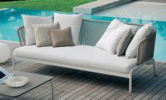 Spool sofa te koop bij Van Haneghem. Informeer via www.vanhaneghem.nl naar maten, prijzen en leveringsvoorwaarden.