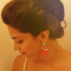 Deepika Padukone's Official fan blog | Latest Phot Deepika Padukone Hair, Sonam Kapoor, Cute Hairstyles, Updo Hairstyle, Stylish Dp, Coral Jewelry, Faith, Indian Girls, Bollywood Actress