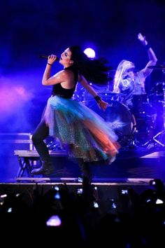 Amy Lee performing. I love her skirt!!   What I feel like I sound/look like when I'm rocking out at home. Too bad the reality is anything but that! Haha.