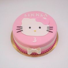 #födelsedag #födelsedagstårta #birthdaycake #birthday #rosa #lindastartor #lindastårtor #anneberg #eksjö
