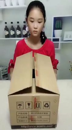 diy furniture couch – Neuste coole Gadgets (newest cool Gadgets) Genius DIYs! Diy Cardboard Furniture, Diy Furniture Table, Cardboard Box Crafts, Diy Furniture Plans, Diy With Cardboard Boxes, Furniture Design, Cardboard Recycling, Cardboard Houses, Cardboard Castle