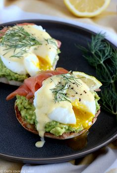 Salmon-Avocado Eggs Benedict Fancy eggs Benedict with mashed avocado, smoked salmon, and a subtle homemade Hollandaise with fresh dill, all this served onto toasted English muffins halves. They make a lovely, elegant brunch! Breakfast And Brunch, Mexican Breakfast Recipes, Breakfast Ideas, Smoked Salmon Breakfast, Avocado Breakfast, Breakfast Pizza, Breakfast Bowls, Egg Recipes, Salmon Recipes