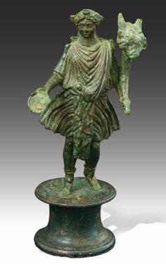DIEU LARE. STATUETTE représentant un dieu Lare. Art Romain, IIe siècle. H_16,2 cm Ancienne collection Morkramer. Rome, Art Romain, Roman Gods, Roman Art, Pompeii, Antiquities, Roman Empire, Anthropology, Statues