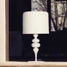 Who else loves this modern style table lamp? 👌🏻 #ilc#italianlightingcentre#modern#funky#light#lamp#tablelight#tablelamp#white#italian#italianlighting#handmade#decor#design#homedecor#homedesign#interior#interiors#interiordesign