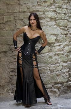 Top Gothic Fashion Tips To Keep You In Style. As trends change, and you age, be willing to alter your style so that you can always look your best. Consistently using good gothic fashion sense can help Mode Steampunk, Steampunk Fashion, Gothic Fashion, Look Fashion, Womens Fashion, Fashion Ideas, Fashion Clothes, Sexy Outfits, Sexy Dresses