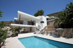 This villa has a last minute offer: 20% off, if your stay is before the 24-03-2016. Book now and benefit of the best rates.Situated in the popular area of El Portet in Moraira, this modern villa enjoys a quiet location with panoramic views of El Portet valley. Just 5 min drive from the superb beach and many amenities of M...