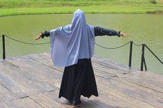 "WELCOME MUSLIMAH PETUALANG di Instagram ""Ya Allah,  saat aku kehilangan harapan dan rencana,  tolong ingatkan aku bahwa cinta-mu jauh lebih besar dari kekecewaanku.  Dan rencana…"" Muslim Girls, Muslim Women, Niqab Fashion, Fashion Outfits, Hijab Dpz, Synthetic Lace Wigs, Hijab Outfit, Modest Outfits, Hair Lengths"