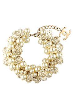 Case of the pearl necklace chanel preston