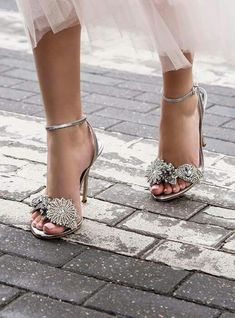 Trendy High Heels For Ladies : Sophia Webster Lilico embellished lamé sandals Pretty Shoes, Beautiful Shoes, Cute Shoes, Me Too Shoes, Dream Shoes, Crazy Shoes, Shoe Boots, Shoes Sandals, Bridal Shoes Wedges