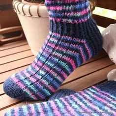villasukkia, tumppuja, neulominen, käsityö Warm Socks, Knitting Socks, Knit Socks, Mittens, Knit Crochet, Knitting Patterns, Kissa, Footwear, Diy Crafts