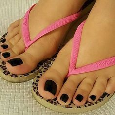 Beautiful Toe nails might put you in an instant good mood. Nail Art for toes are something that we all hunt for these days, since nail art has become the next raging fashion. Pretty Toe Nails, Cute Toe Nails, Cute Toes, Pretty Toes, Feet Soles, Women's Feet, Toe Nail Designs, Nails Design, Art Designs