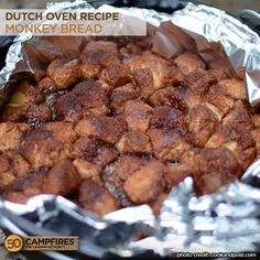 Dutch Oven Monkey Bread the right way - dip each biscuit quarter into the melted butter, and melt the butter by flipping the oven lid upside down Easy Dutch Oven Recipes, Dutch Oven Desserts, Cooking Beets In Oven, Cooking Pork, Best Camping Meals, Camping Ideas, Vegetarian Camping, Camping Cooking, Camping Stuff