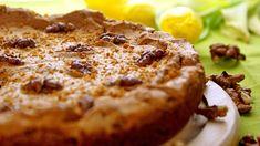 Mazurek orzechowy, to tradycyjne wielkanocne ciasto, które stanowi piękną dekorację wielkanocnego stołu.