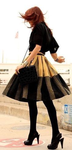 falda en amarillo & negro - blusa & complementos en negro