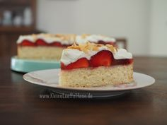 Schnelle Erdbeer-Mandeltorte – schon probiert? Cheesecake, Baking, Desserts, Food, Fruit Cakes, Strawberries, Pies, Tailgate Desserts, Deserts