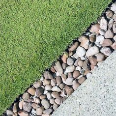 From smooth river rock to slate and beyond, discover the top 40 best stone edging ideas. Explore unique landscaping designs for your garden and yard. River Rock Landscaping, Stone Landscaping, Landscaping Retaining Walls, Landscaping With Rocks, Front Yard Landscaping, Landscaping Ideas, Rock Edging, Patio Edging, Stone Edging